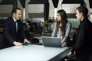 """MARVEL'S AGENTS OF S.H.I.E.L.D. - """"Turn, Turn, Turn"""" - Coulson and his team find themselves without anyone they can trust, only to discover that they are trapped with a traitor in their midst, on """"Marvel's Agents of S.H.I.E.L.D.,"""" TUESDAY, APRIL 8 (8:00-9:01 p.m., ET) on the ABC Television Network. (ABC/Kelsey McNeal)"""